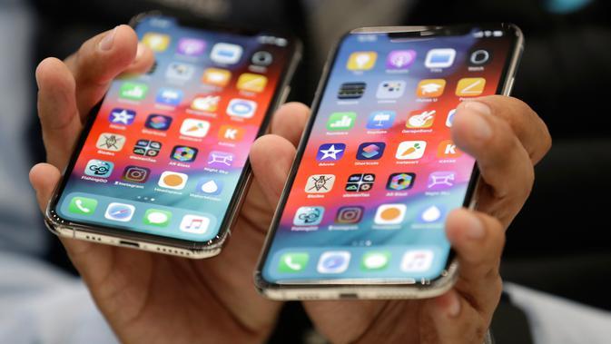 IPhone XS (kiri) dan XS Max diperlihatkan saat peluncuran produk baru Apple  di California 40d31959a7