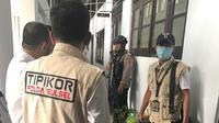 Penyidik Tipikor Polda Sulsel tetapkan istri Wabup Bone, Erniati sebagai tersangka dalam dugaan korupsi proyek PAUD di Kabupaten Bone (Liputan6.com/ Eka Hakim)