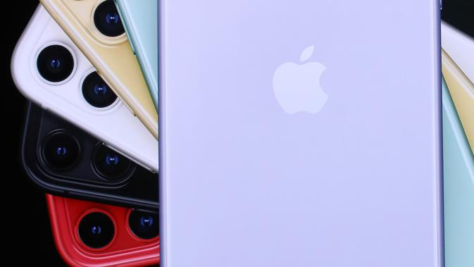 CEO Apple Tim Cook mengumumkan peluncuran iPhone 11 di Steve Jobs Theatre, Cupertino, California, Amerika Serikat, Selasa (10/9/2019). Apple menyematkan chipset A13 bionic pada iPhone 11, iPhone 11 Pro, dan iPhone 11 Max Pro. (Justin Sullivan/Getty Images/AFP)
