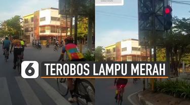 Beredar video rombongan pesepeda terobos lampu merah dan nekat menyetop kendaraan lain.