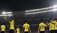 Gelandang Malaysia, Mohamadou Sumareh, merayakan gol yang dicetaknya ke gawang Timnas Indonesia pada laga Kualifikasi Piala Dunia 2022 di SUGBK, Jakarta, Kamis (5/9). Indonesia kalah 2-3 dari Malaysia. (Bola.com/Vitalis Yogi Trisna)