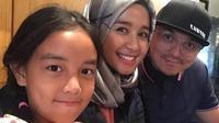Laudya Cynthia Bella, Engku Aleesya dan Engku Emran [foto: instagram/iamkumbre]