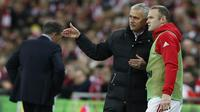 Sejak Jose Mourinho duduk di kursi manajer MU pada awal musim lalu, Wayne Rooney tersingkir dari skuat utama. (AFP/Ian Kington)