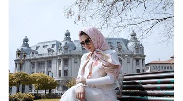 7 Potret Syahrini dalam Balutan Hijab, Dipuji Makin Cantik