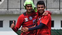 Dua pemain Arema, M. Rafli dan Dedik Setiawan, merupakan rekan sekamar sepanjang musim di Liga 1 2018. (Bola.com/Iwan Setiawan)