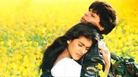 Kajol dan Shahrukh Khan dalam film Dilwale Dulhania Le Jayege. Foto: via kinirokay.com