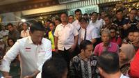 Jokowi mendatangi Posko Crisis Center korban jatuhnya Lion Air JT 610.