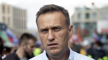 Pemimpin Oposisi Rusia, Alexei Navalny dilarikan ke rumah sakit Siberia pada Kamis (20/8/2020) dan dalam keadaan komasetelah diduga mengalami keracunan di pesawat. (AP Photo / Pavel Golovkin, File)