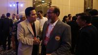 Erick Thohir, (kiri) President  Inter Milan dan juga calon Ketua KOI (Komite Olimpiade Indonesia) hadir saat kongres di Jakarta. (Bola.com/Nicklas Hanoatubun)