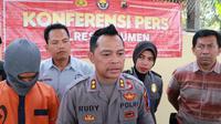 RS, tersangka pemerkosaan gadis belia di Kebumen Pasal 283 KUH PIDANA dengan ancaman hukuman penjara selama-lamanya 12 tahun. (Foto: Liputan6.com/Polres Kebumen/Muhamad Ridlo)