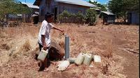 Foto: Warga Kelurahan Hewulu, Kecamatan Alok Barat, Kabupaten Sikka, NTT kesulitan air bersih (Liputan6.com/Dion)