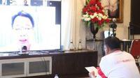 Gubernur Olly menggelar video teleconference dari kediamannya di Desa Kolongan, Kabupaten Minahasa Utara, Senin, 20 April 2020.