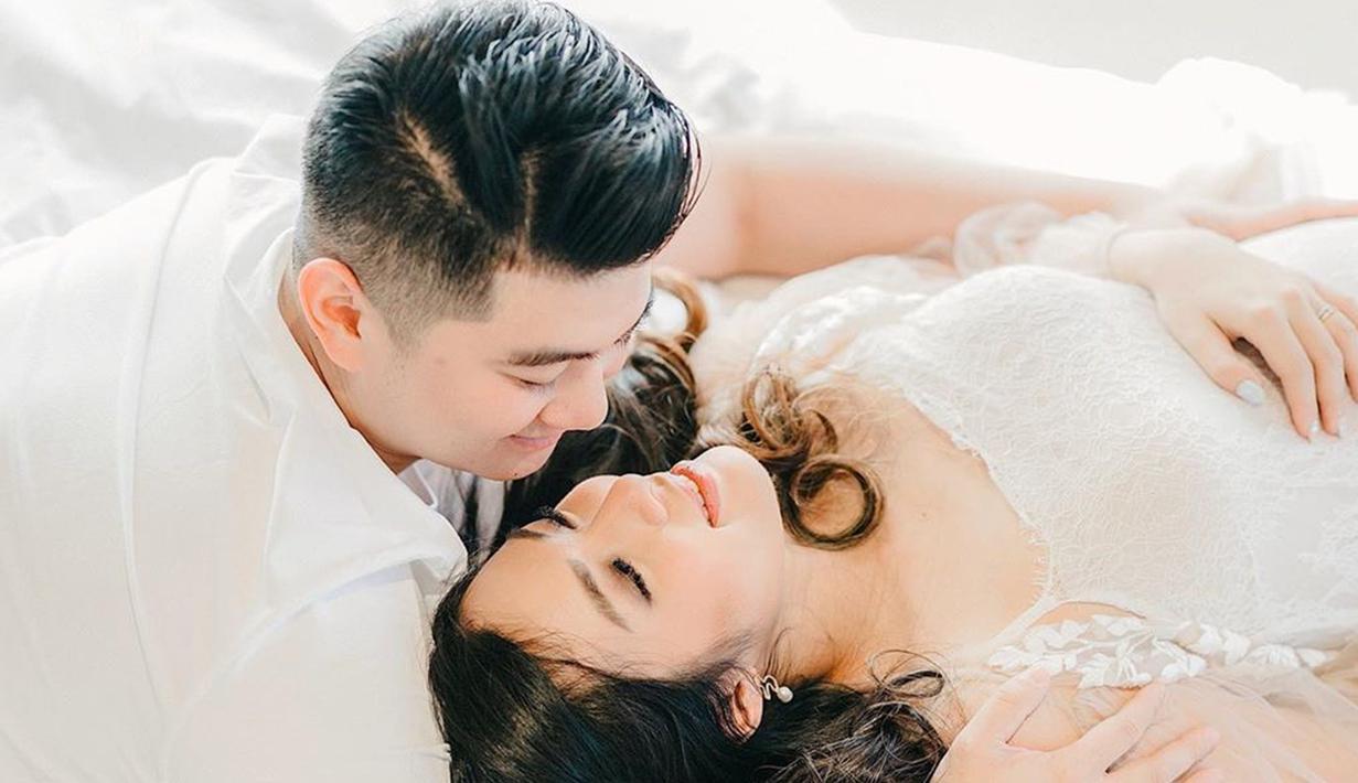 Setelah menikah pada 1 Maret 2017 silam, akhirnya impian Chef Arnold menjadi seorang ayah terwujud juga. (Liputan6.com/IG/tiffanysoetanto)
