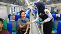 PT KAI Daop 8 Surabaya sambut hari pelanggan nasional 2019 (Foto: Liputan6.com/Dian Kurniawan)