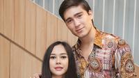 Aura Kasih dan suami