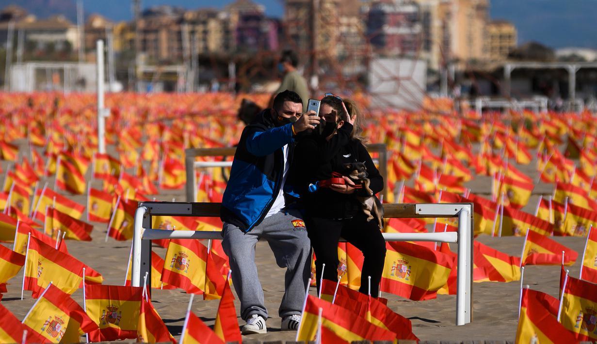 FOTO: Kenang Korban Corona, Ribuan Bendera Spanyol Penuhi ...