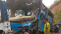 Bangkai Bus Kecelakaan Maut Cikidang(Www.sulawesita.com)