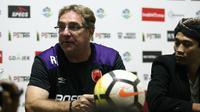 Robert Alberts, pelatih PSM Makassar. (Bola.com/Abdi Satria)