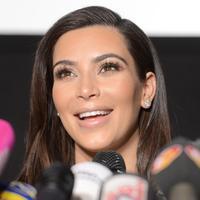 Kim Kardashian lahir pada 21 Oktober 1980. Bintang reality show 'Keeping Up With The Kardashians' ini telah berhasil bertahan mendominasi berita utama dari budaya populernya di media massa. (Bintang/EPA)