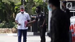 Ketua DPRD DKI Jakarta Prasetyo Edi Marsudi saat tiba di halaman Gedung Komisi Pemberantasan Korupsi (KPK), Jakarta, Selasa (21/9/2021). Prasetyo akan menjalani pemeriksaan dalam kasus dugaan korupsi pengadaan lahan di Munjul pada tahun 2019. (Liputan6.com/Angga Yuniar)