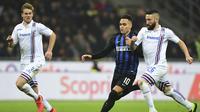 Aksi bomber Inter Milan, Lautaro Martinez pada laga lanjutan Liga Italia Serie A yang berlangsung di stadion Giuseppe Meazza, Milan, Senin (18/2). Inter Milan menang 2-1 atas Sampdoria. (AFP/Miguel Medina)