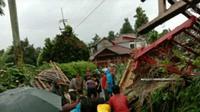 Wisata Situ Tamansari Bogor porak poranda diterjang angin puting beliung. (Liputan6.com/Achmad Sudarno)