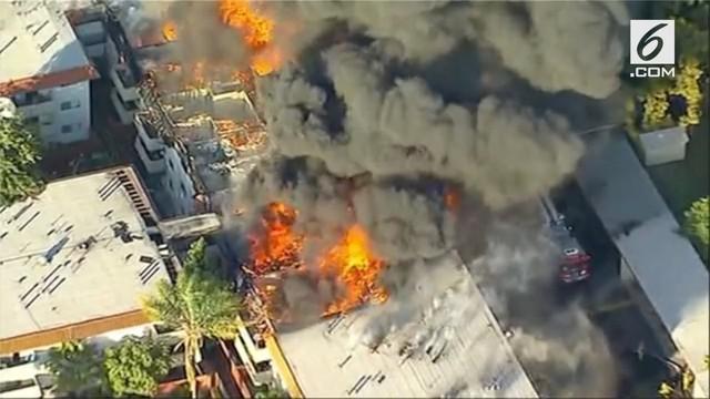Gedung apartemen terbakar di Pico Rivera, Los Angeles