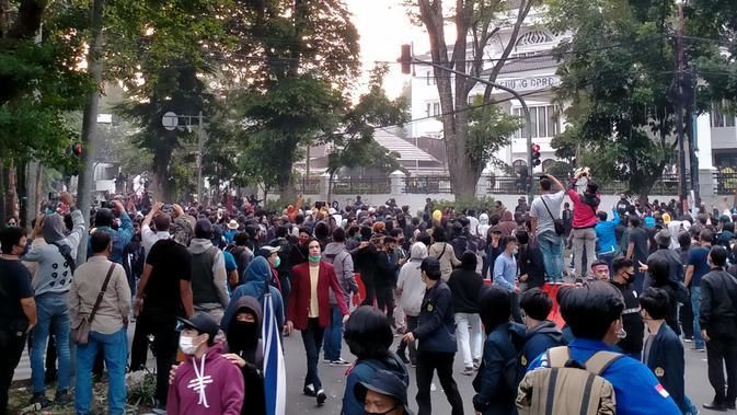 Demo di Bandung Kembali Ricuh, Ini Pemicunya - Regional ...
