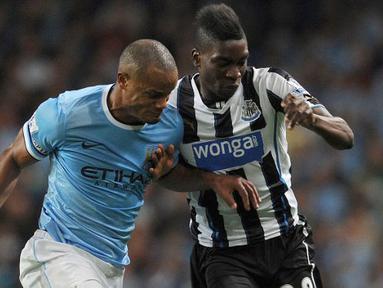 Pertandingan berlangsung sengit dengan kemenangan Mancherter City 4 - 0 pada laga Liga Premier Inggris antara Manchester City dan Newcastle United di Etihad Stadium, Selasa (20 Agustus 2013) (AFP/Andrew Yates)