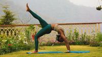 Ilustrasi Olahraga Senam, Kayang (Photo by rishikesh yogpeeth on Unsplash)