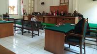 Majelis Hakim PN Makassar vonis eks Bendahara Brimob Polda Sulsel bersalah dan terbukti melakukan penipuan (Liputan6.com/ Eka Hakim)