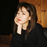 Sama seperti SinB GFRIEND, Seulgi Red Velvet juga menjadi main dancer dan lead vocal di grupnya. Sejak debut pada 2014 lalu, Seulgi sudah berkolaborasi bersama para idol di berbagai panggung acara penghargaan musik. (Liputan6.com/IG/@redvelvet.smtown)