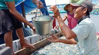 Nelayan ubur-ubur di Cilacap. (Foto: Liputan6.com/Tarmuji/Muhamad Ridlo)