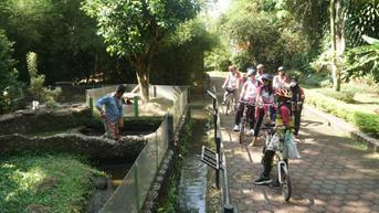Mengayuh Sepeda Menyapa Satwa yang Kesepian di Kebun Binatang Bandung