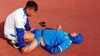 Bek Arema, Hamka Hamzah, saat latihan di lapangan luar Stadion Pakansari, Cibinong (22/10/2019).