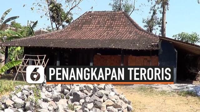 Densus 88 Antiteror menangkap seorang warga Kecamatan Polokarto, Sukoharjo, yang diduga terlibat aksi terorisme.