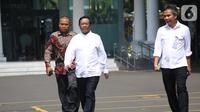 Mantan Ketua Mahkamah Konstitusi Mahfud MD (tengah) tiba di kompleks Istana, Jakarta, Senin (21/10/2109). Kedatangan Mahfud MD berlangsung jelang pengumuman menteri Kabinet Kerja Jilid II oleh Presiden Joko Widodo atau Jokowi. (Liputan6.com/Angga Yuniar)