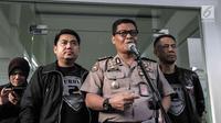 Kabid Humas Polda Metro Jaya Kombes Raden Prabowo Argo Yuwono memberi keterangan penangkapan aktor Riza Shahab di Polda Metro Jaya, Jakarta, Jumat (13/4). Riza Shahab dan Reza Alatas ditangkap seusai pesta sabu. (Liputan6.com/Faizal Fanani)