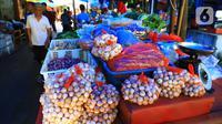 Aktivitas jual beli beli di pasar kawasan Glodok, Jakarta, Selasa (28/1/2020). Bank Indonesia (BI) memperkirakan inflasi minggu keempat Januari 2020, secara bulanan di 0,42 persen (month to month/mtm), lebih rendah dari rata-rata lima tahun terakhir sebesar 0.64 persen. (Liputan6.com/Angga Yuniar)