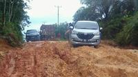 Perjuangan masyarakat 16 desa terisolasi di Riau sejak jalan rusak pada 1982. (Liputan6.com/M Syukur)