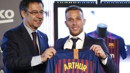 Barcelona memboyong Arthur Melo dari Gremio pada musim panas 2018. Namun, Arthur gagal memenuhi ekspektasi di Barcelona dan akhirnya dilepas ke Juventus. (Foto: AFP/Pau Barrena)