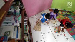 Anak-anak bermain di ruang publik terpadu ramah anak (RPTRA) RPTRA Madusela, Mangga Besar, Jakarta, Senin (12/11). Dalam rancangan APBD 2019, Gubernur DKI Jakarta, Anies Baswedan tidak menganggarkan RPTRA dalam RPJMD 2019. (Liputan6.comm/JohanTallo)