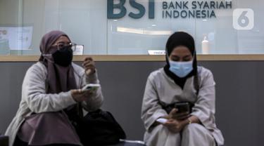 FOTO: Pelayanan Bank Syariah Indonesia Usai Diresmikan Jokowi