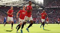 Striker Manchester United, Marcus Rashford, merayakan gol yang dicetaknya ke gawang Leicester pada laga Premier League 2019/2020 di Stadion Old Trafford, Manchester, Sabtu (14/9). MU menang 1-0 atas Leicester. (AFP/Oli Scarff)