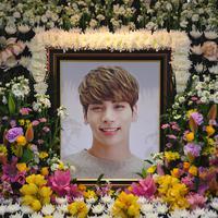 Ia mengaku menyesal lantaran tak memberi dukungan pada Jonghyun hingga akhirnya terlambat. (CHOI Hyuk/pool/AFP)