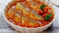 Menu ikan sarden menjadi salah satu makanan favorit masyarakat Jambi karena mudah dan gampang cara memasak serta penyajiannya. (B Santoso/Liputan6.com)