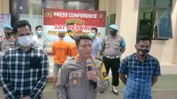 Polres Pandeglang Tangkap Dua Pelaku Rudapaksa Gadis Difabel. (Kamis, 20/05/2021). (Liputan6.com/Yandhi Deslatama).
