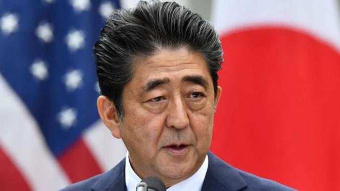 PM Jepang Shinzo Abe saat konferensi pers bersama Presiden AS Donald Trump di Gedung Putih (7/6) (AFP PHOTO)