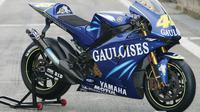 Yamaha YZR-M1 dikatakan dibuat khusus untuk pembalap yang saat itu baru bergabung ke Movistar Yamaha, Valentino Rossi.