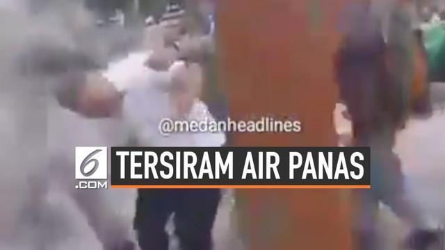 Seorang Kasatpol PP tersiram air panas oleh pedagang kaki lima yang mengamuk akibat penertiban lahan trotoar.